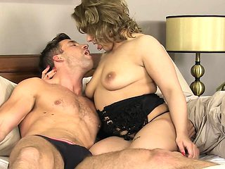 Mama boasts of her excellent engulfing and riding skills