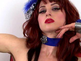 Bootylicious redhead Andrea Rosu