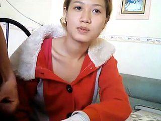 Em gai Dong Nai an chuoi