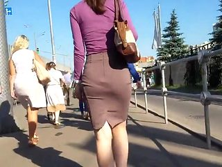 Nice ass in tight skirt
