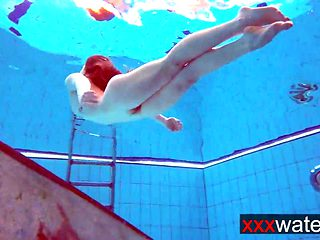 Bouncy booty underwater Katrin
