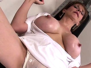Unfaithful british milf gill ellis presents her big naturals