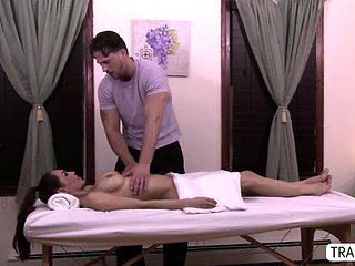 Horny trans Sunday fucks a masseuse