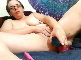 Smoking milf dp and dvp with hair brushes and toys