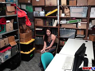 Shoplifter Avi Love got fucked in the office