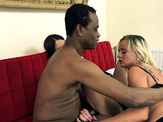 Tutti Frutti Club Interracial Threesome (dl)