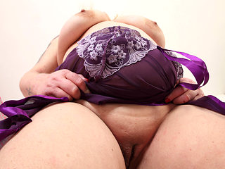 UK BBW milf Sookie Blues fucks herself with a dildo