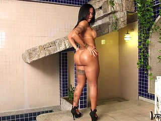 Gorgeous Latin shemale with amazing sexy body