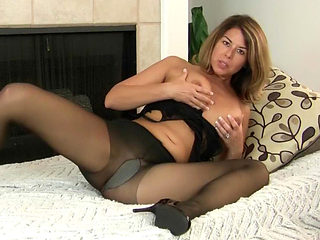 Milf Niki will whet your appetite for her pantyhosed pussy