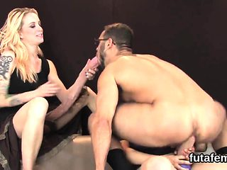 Girls pound bfs asshole with big strap-on dildos and splatte