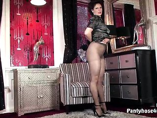 Milf in Pantyhose Has Solo Show