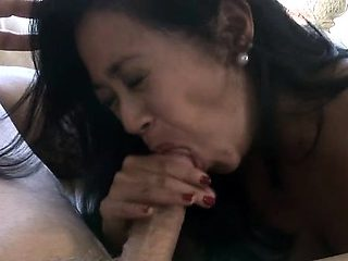 Mom gets impaled on dick and her twat gets destroyed