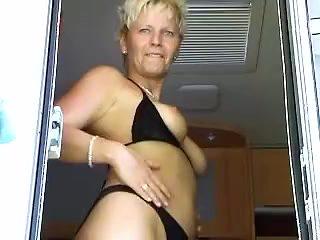 Geile Maulbesamung fuer blonde Nutte