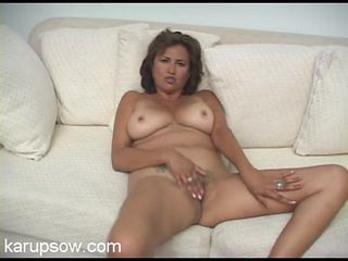 Curvaceous naked mom masturbates for real
