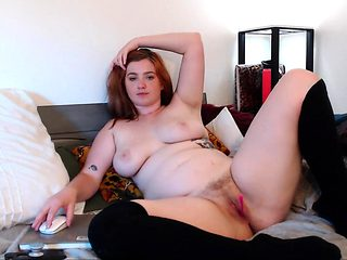 Pussy toying solo beauty takes a bath for close up action