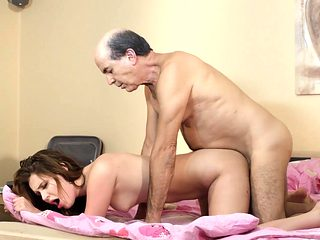 Young side chick wants to be fucked hard by old married guy