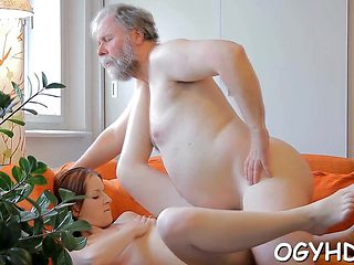 Old dude stuffs mouth of a young playgirl with his knob