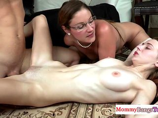 Real stepmom instructs a young couple