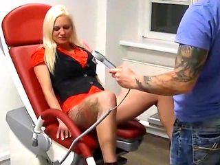 Deutscher frauenarzt fickt seine geile patientin