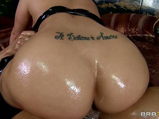 big booty milf takes it in the ass