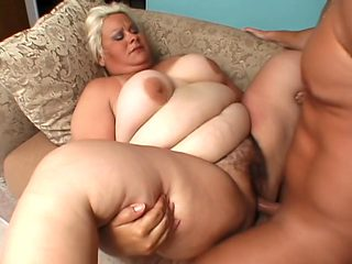 Mature oversized lady pounded by muscle guy