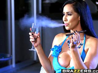 Brazzers - Milfs Like It Big - Isis Love Michael Vegas - Wet And Smoking