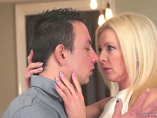 Dissolute blonde cougar Franny gets drilled really well