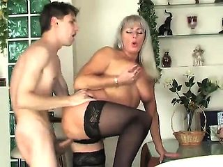 mature milf gave in the ass
