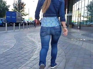 Sexy round ass hurry to the office