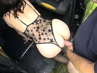 Brunette in lingerie gets doggy in cab
