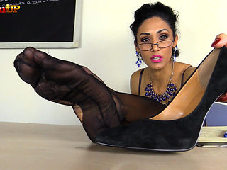 Mistress Alexya gives you a lesson with feet and strapon