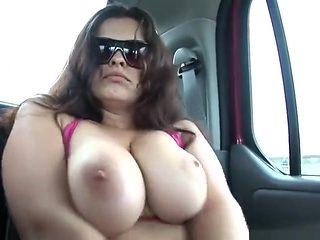 Big tit amateur slut gets naked in a car