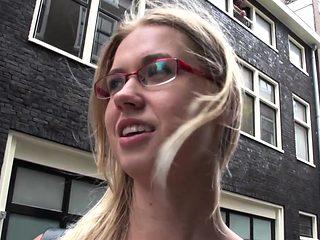 Blonde prozzie gets fuck