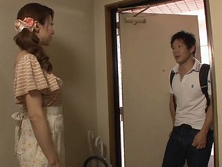 Japanese housewife masturbating before getting throbbed