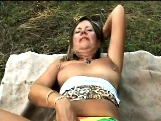 Sexy mature milf outdoors fucking