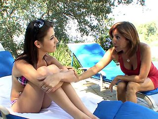 Young brunette takes her bra off to seduce older slut
