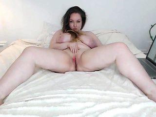 chubby busty cam-slut