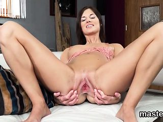 Spicy czech chick gapes her soft hole to the extreme