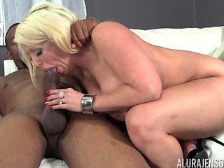 Blonde Bombshel Milf Bbc Home Fuck