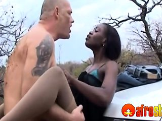 African hottie screwed outdoors