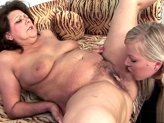 Chunky older woman gets her hairy pussy worked by a sexy young blonde