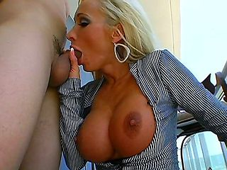 The gorgeous blonde Lichelle Marie takes the big titties out and plunges into raunchy outside har...