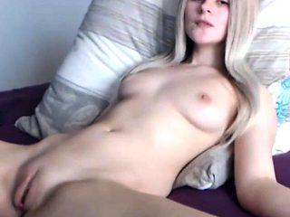 amateur hot milfy mom fingering herself on live webcam