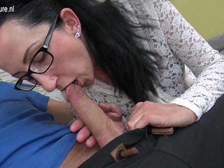 German housewife fucking and sucking big cock