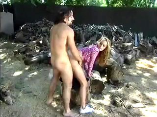 Crummy girl Stormy Daniels meets her old friend and fucks him outdoors