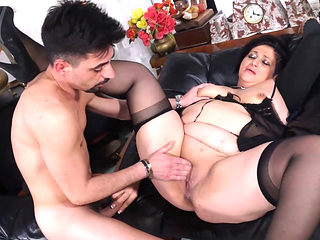 Scambisti Maturi - Italian Mature Bbw Squirts While Getting Pussy And Ass Bang