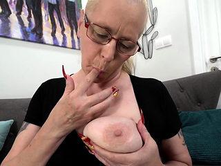 Spex granny creampied