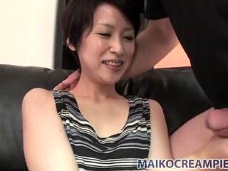 Asian Amateur Mom Enjoys Sex