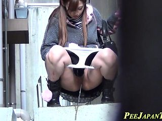 Asian pissing in alley