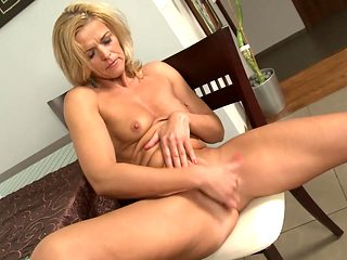 Finger blasting makes a solo mom a happy girl